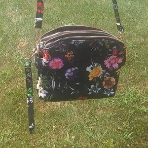 🌼🌸Charming Charlie Black Floral Shoulder Bag